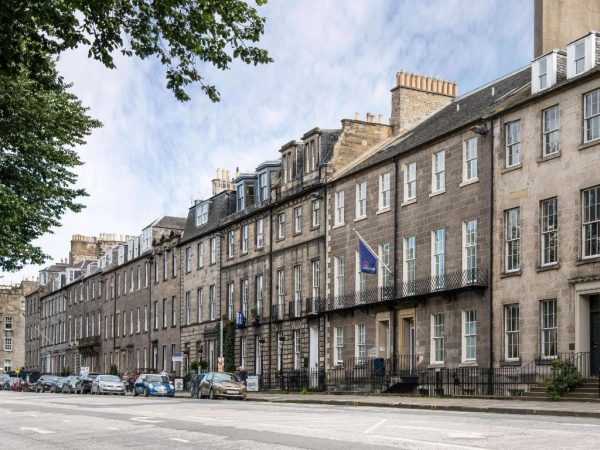 Travelodge Edinburgh Central Queen Street***